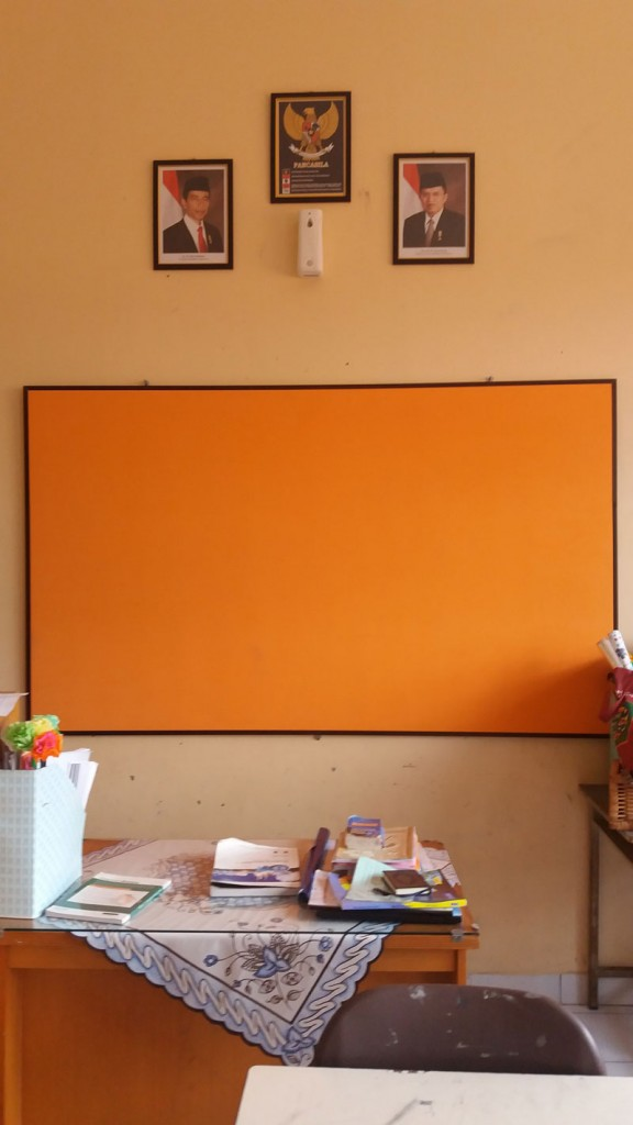 Papan-Display-Kelas-Panjang